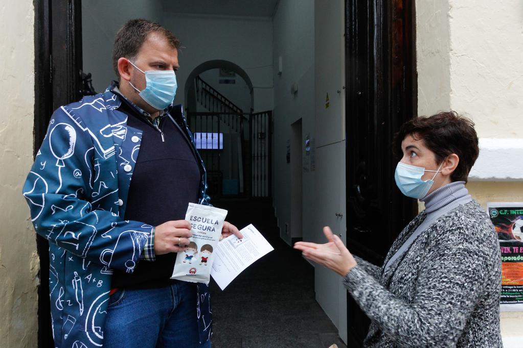 Hoy ha comenzado el reparto de las mascarillas infantiles para más de 9.000 escolares de la ciudad