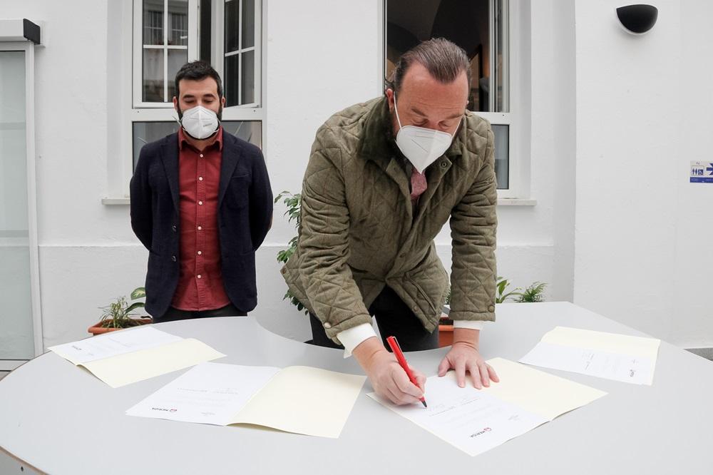 firma convenio FEBE
