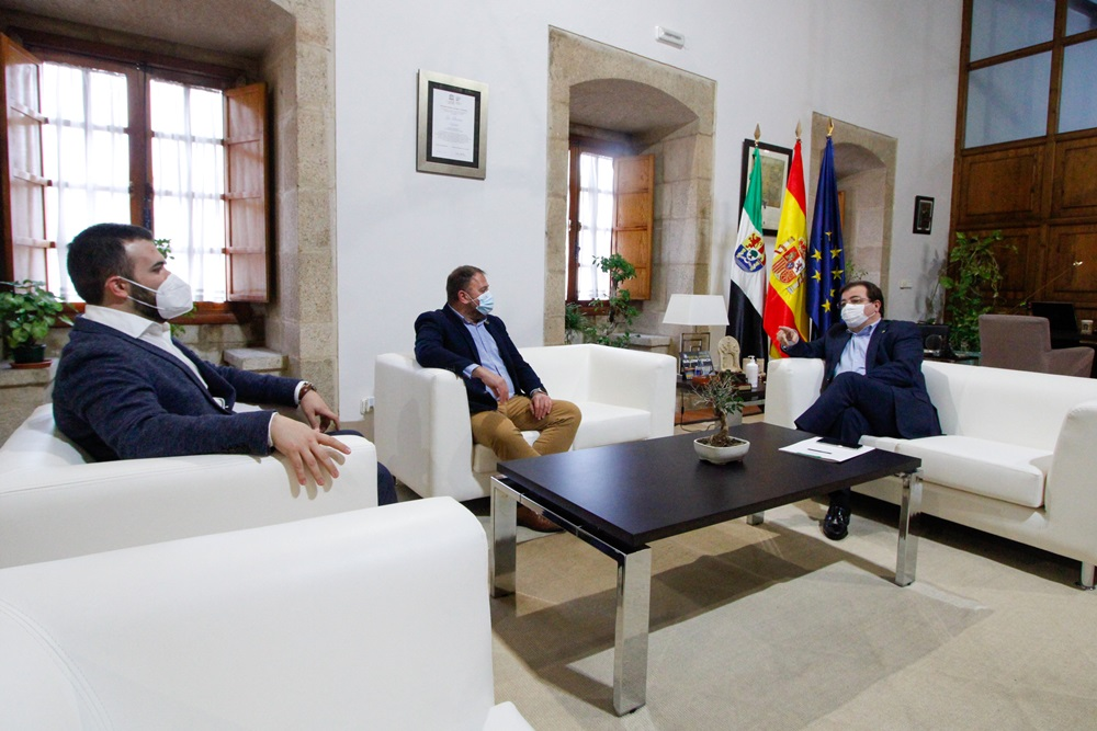 recepción presidente a alcalde de Mérida y Cáceres