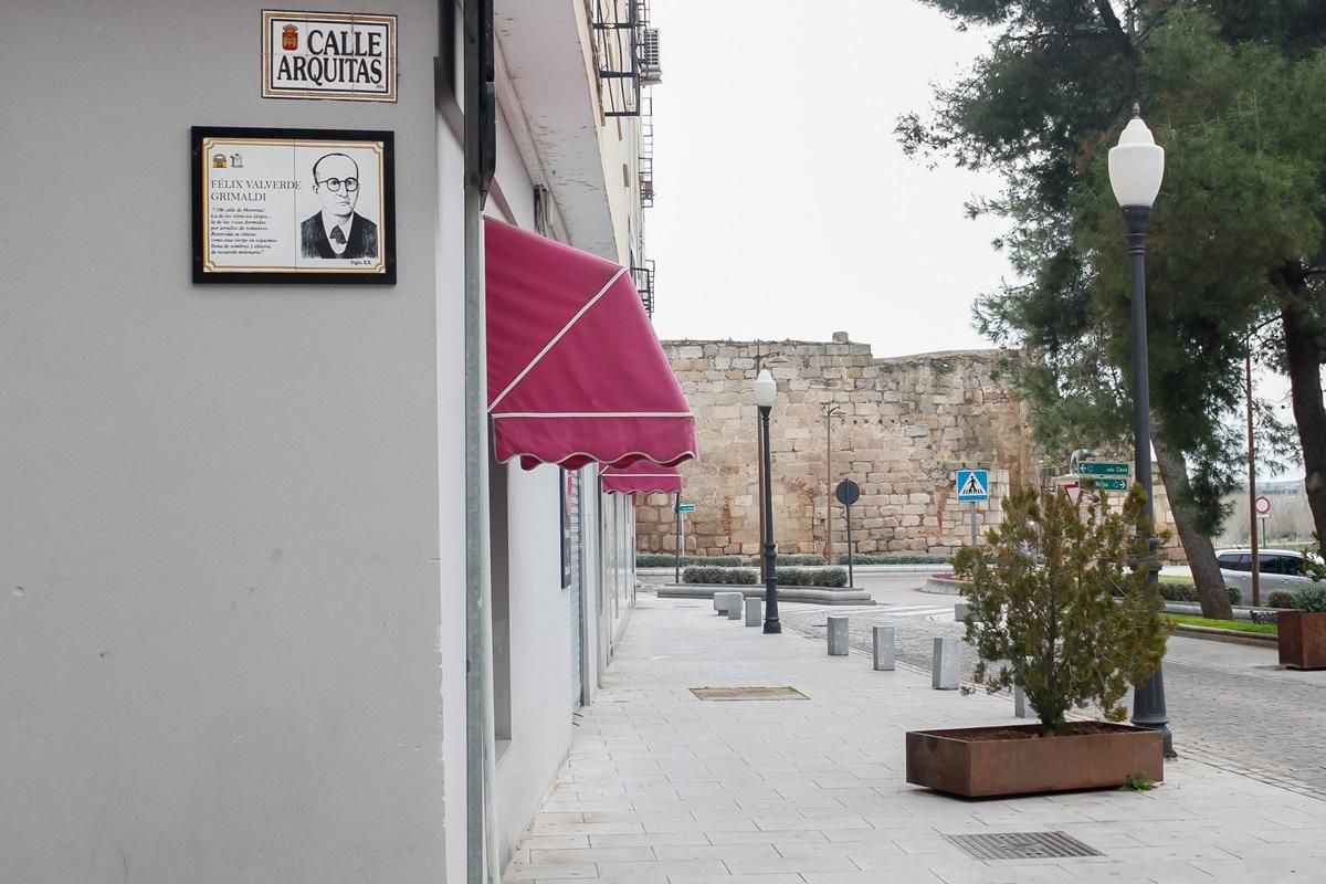Placa en calle Arquitas