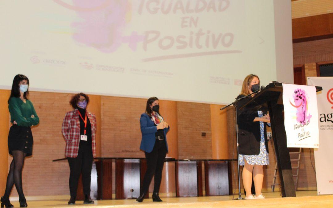 """La jornada """"Igualdad en positivo"""" analiza la situación de la mujer en la cultura extremeña"""