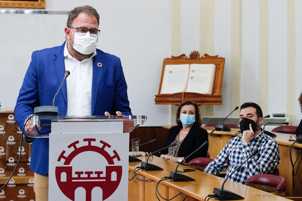 Rodríguez Osuna con miembros del Equipo de Gobierno en la rpesentación del II PLan de Inclulsión