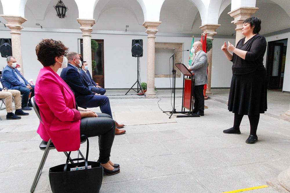 La Federación de Asociaciones de Personas Sordas se encargará del servicio de intérprete de Lengua de Signos durante los próximos dos años