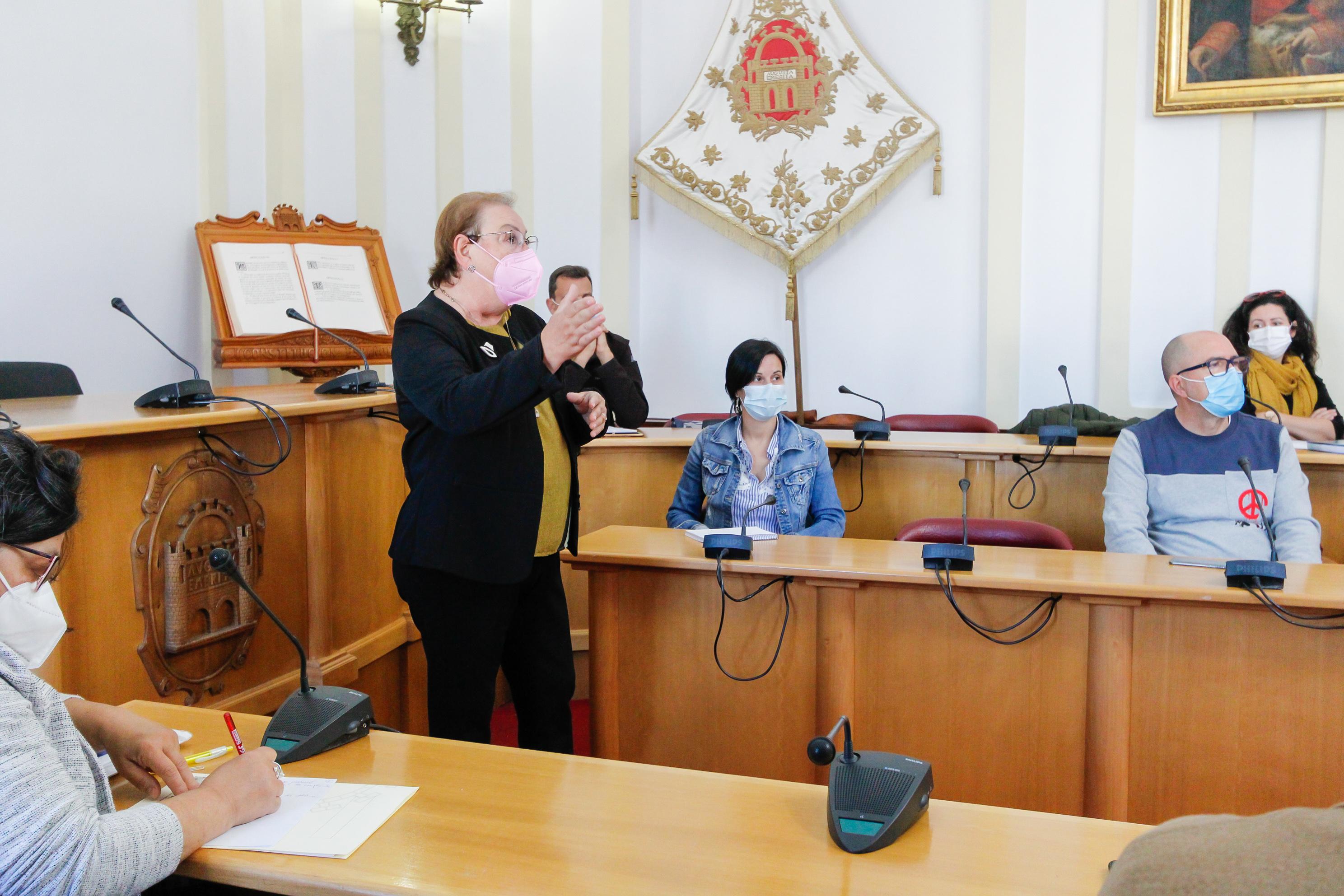 La directora de Igualdad se dirige a los asistentes