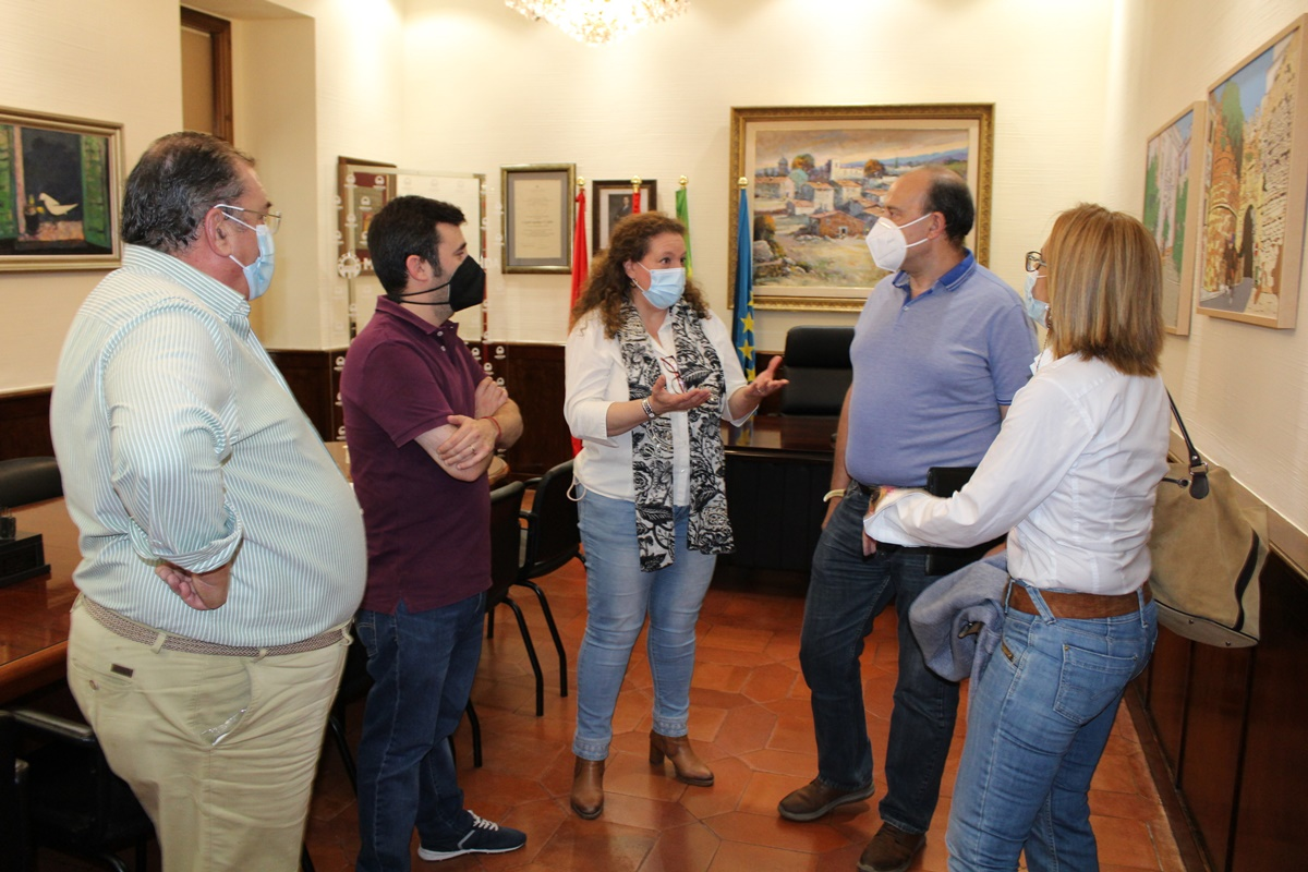 La alcaldes en funciones recibe Sociedad Tiro Olímpico