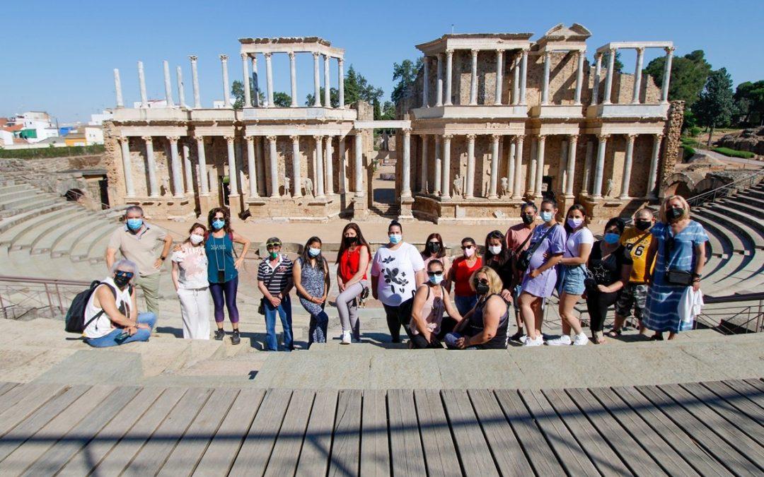 El Programa Crisol organiza una visita al Teatro Romano para sus participantes