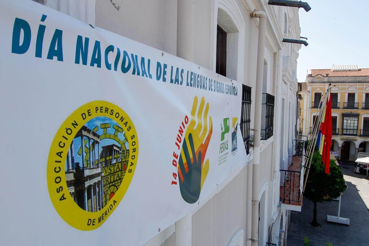 Pancarta en fachada Ayuntamiento