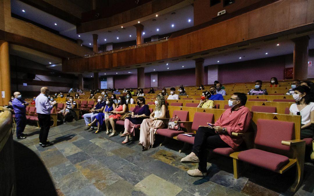 El Alcalde recibe a los 45 alumnos de la Escuela Profesional Barraeca que han comenzado hoy su itinerario de formación y empleo