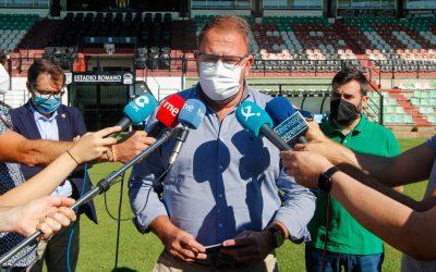 Rodríguez Osuna anuncia la renovación de los asientos de Tribuna y Preferencia del Estadio Romano y el cambio del césped