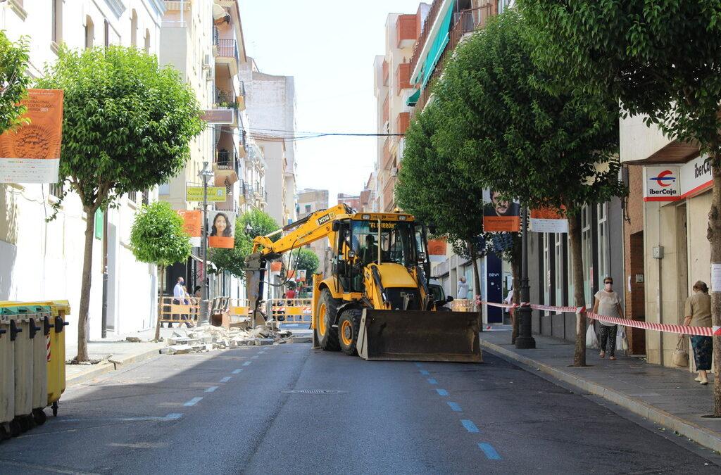 Hoy lunes comienzan en la calle Félix Valverde Lillo las actuaciones para su transformación en plataforma única