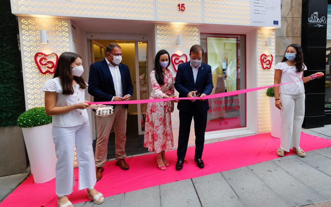 El alcalde, Rodríguez Osuna, asiste a la inauguración de una nueva clínica dental en la calle Santa Eulalia