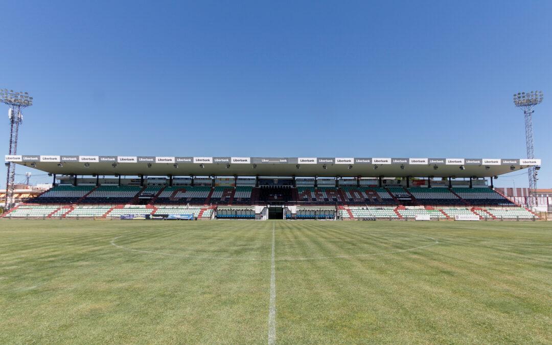 El Ayuntamiento licita la sustitución de los asientos de Tribuna y Preferencia del Estadio Romano José Fouto