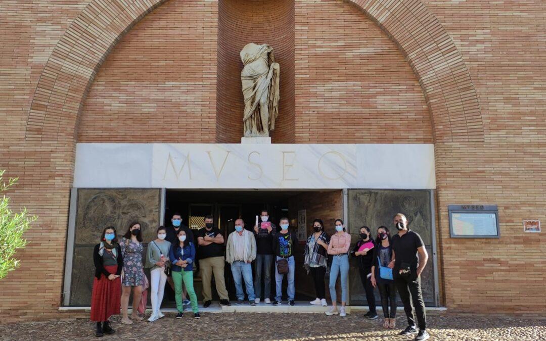 Los participantes en el Programa Crisol visitan el Museo de Arte Romano en su 35 aniversario