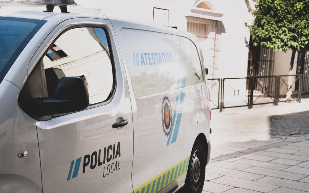 Campaña informativa de la Policía Local ante vehículos abandonados en la vía pública y que circulen sin seguro