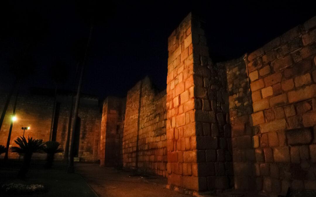 La fachada del Ayuntamiento, la fuente de la Plaza de España y varios monumentos se iluminan el sábado  en color naranja por el Día del donante de médula ósea