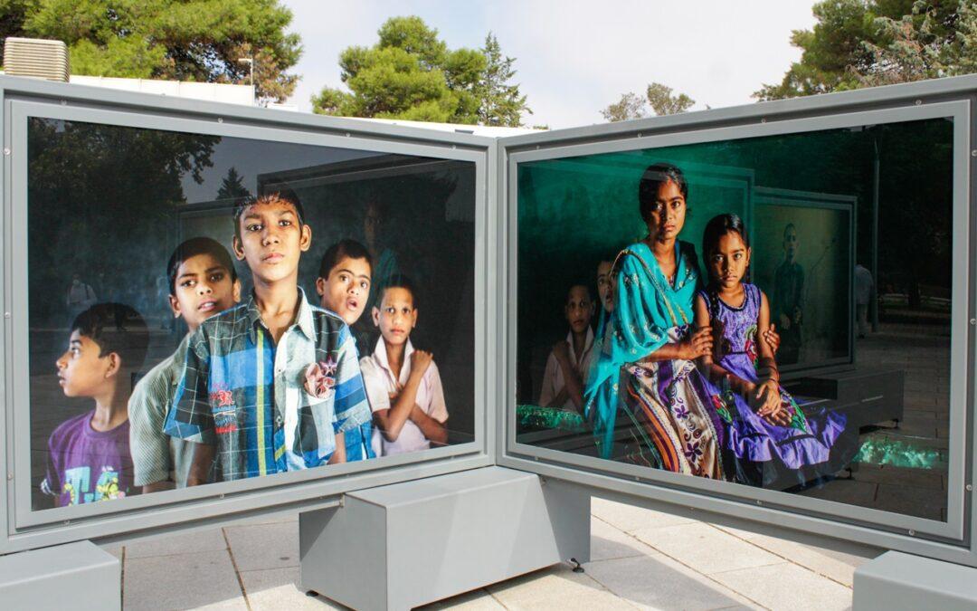 """La Plaza de Margarita Xirgú acoge la muestra de la Fundación La Caixa """"Tierra de sueños"""" de la artista Cristina García Rodero"""